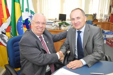 Flávio Koch, presidente do CRECI-RS, e Eric Klesta, da UCI