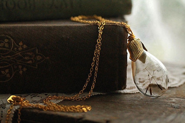 Poetic-Jewels-Containing-Real-Flowers-8